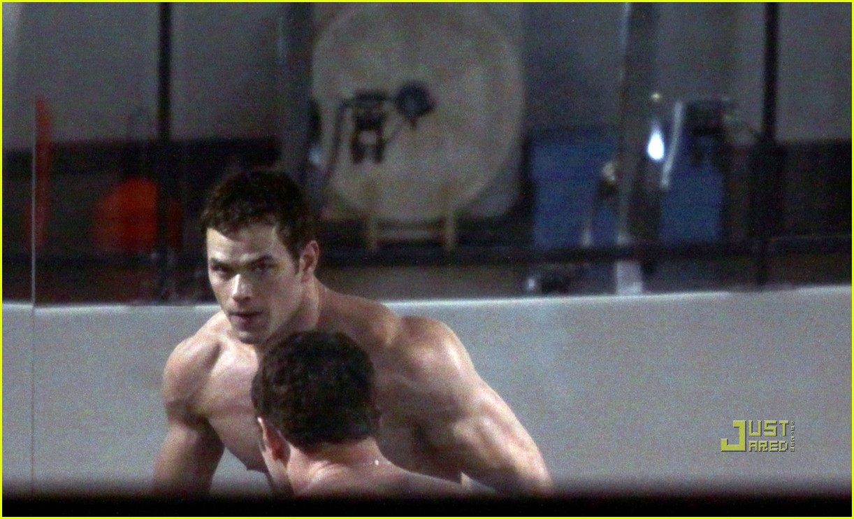 kellan lutz working out 03