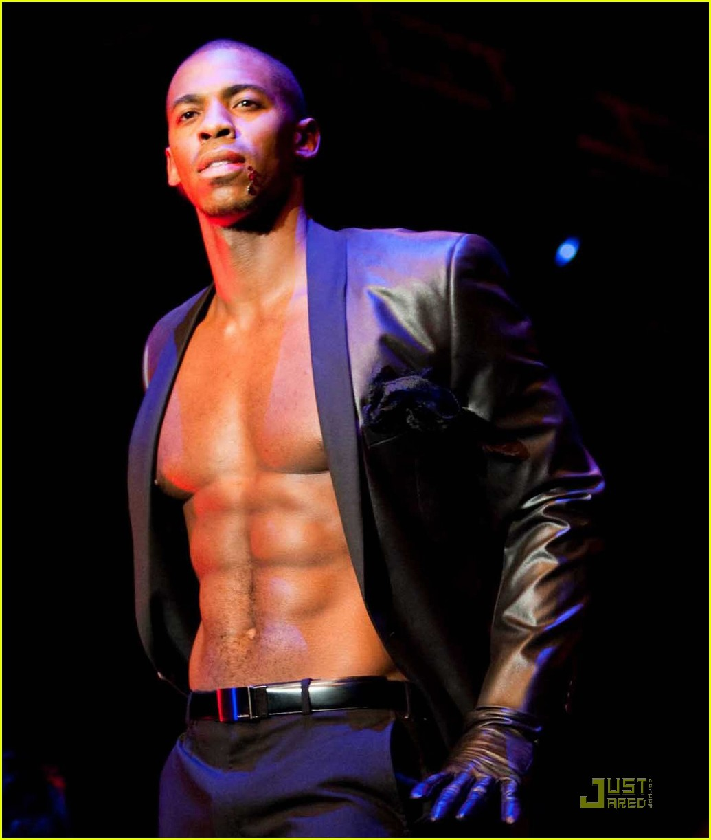 mehcad brooks macys passport 022226941