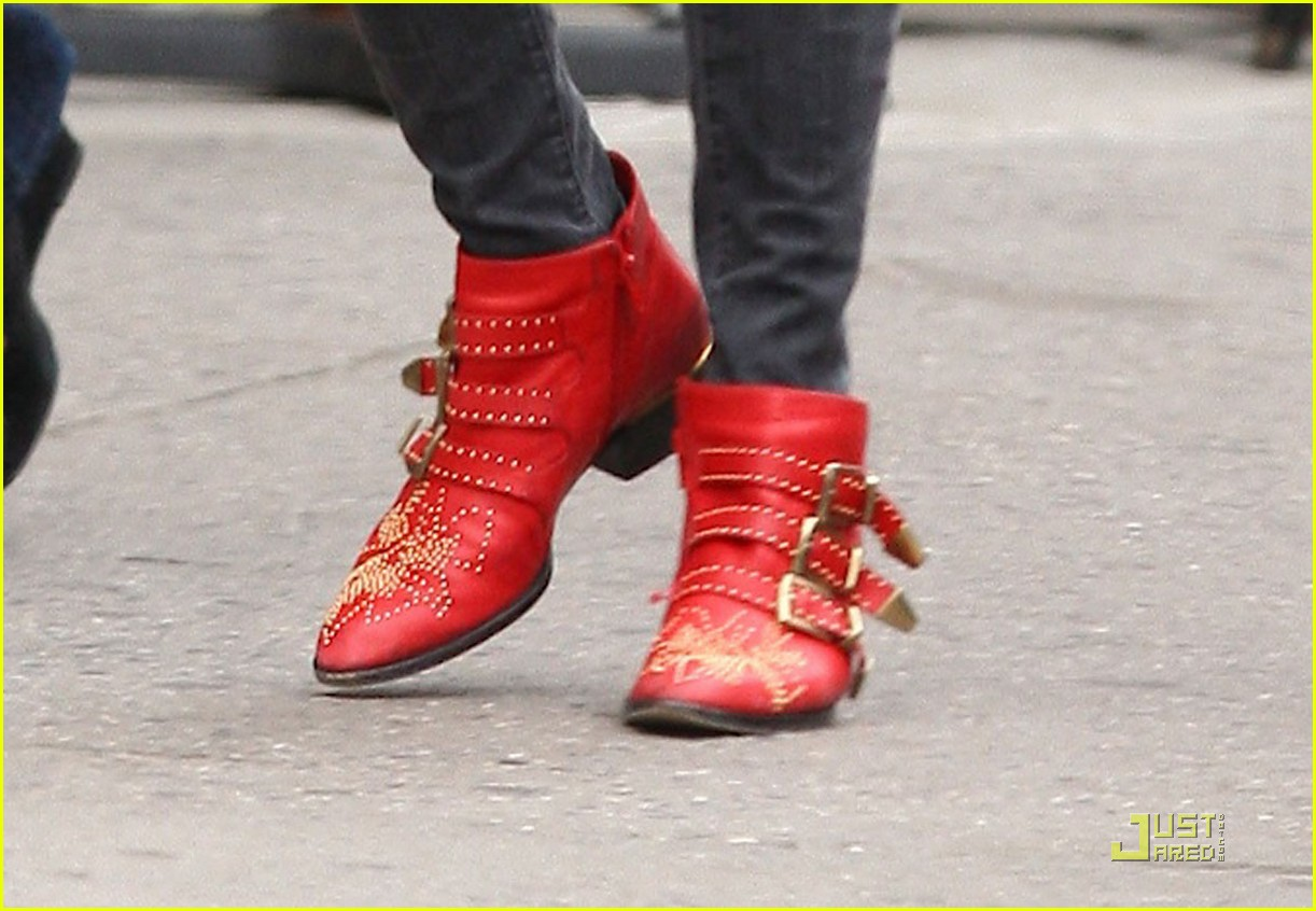 sienna miller red boots beautiful 02