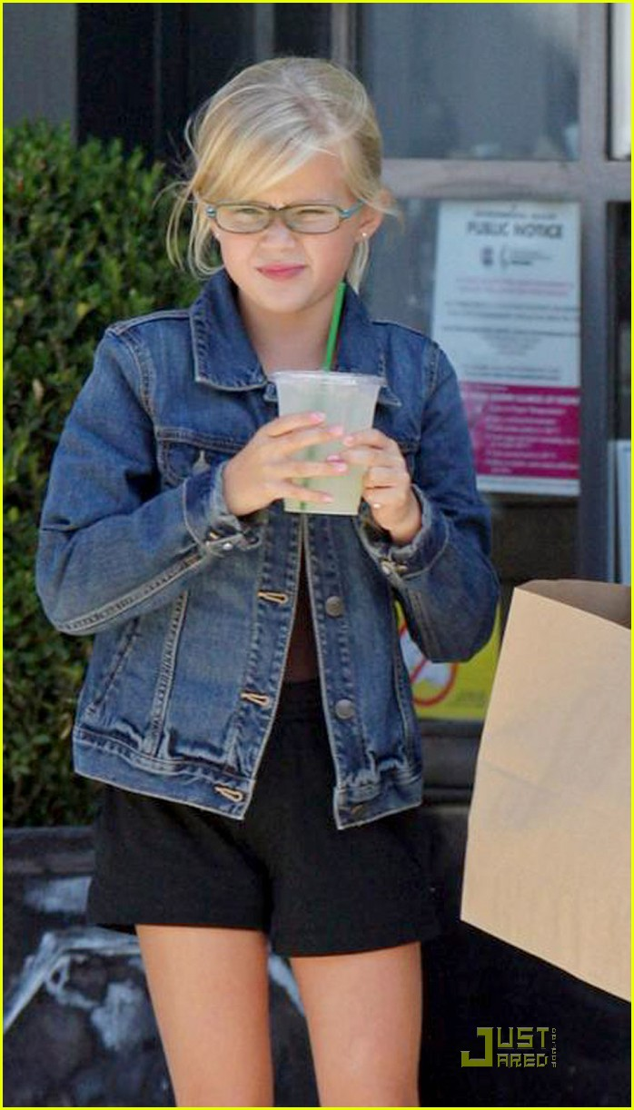 reese witherspoon ava phillippe lemonade 022228461