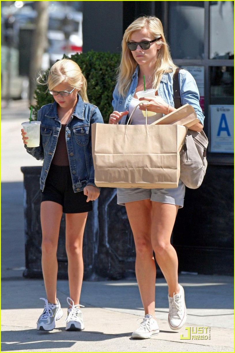 reese witherspoon ava phillippe lemonade 072228511