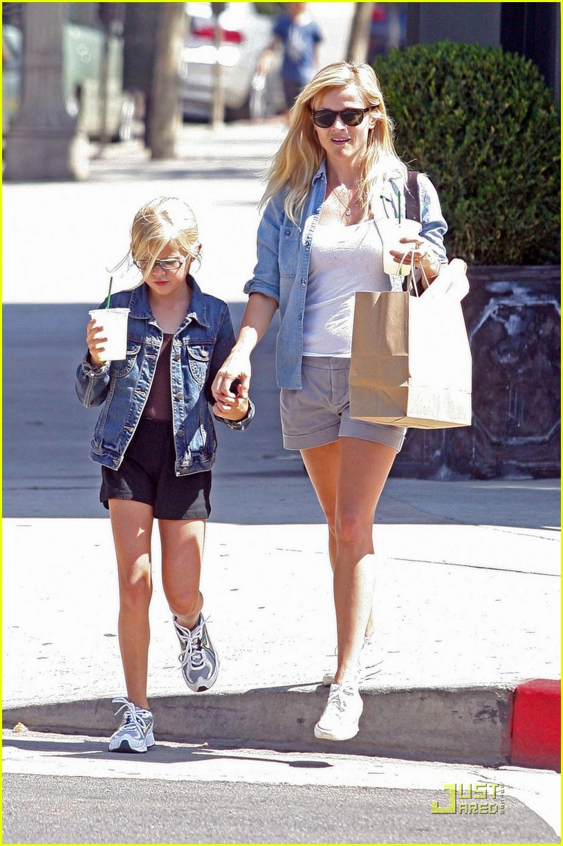 reese witherspoon ava phillippe lemonade 092228531