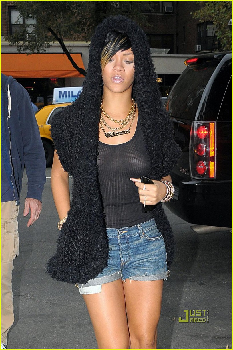 rihanna sheer tank top 02