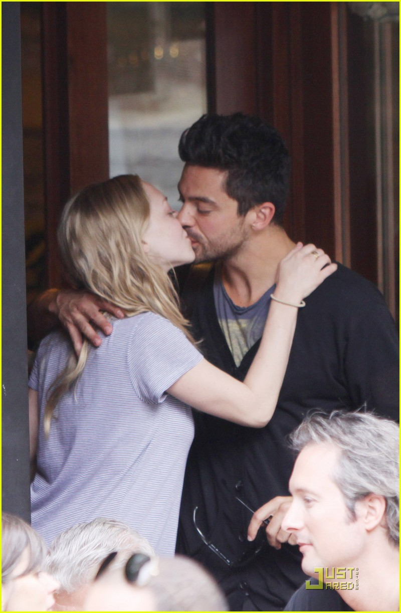 Dominic cooper and amanda seyfried dating 2011 4