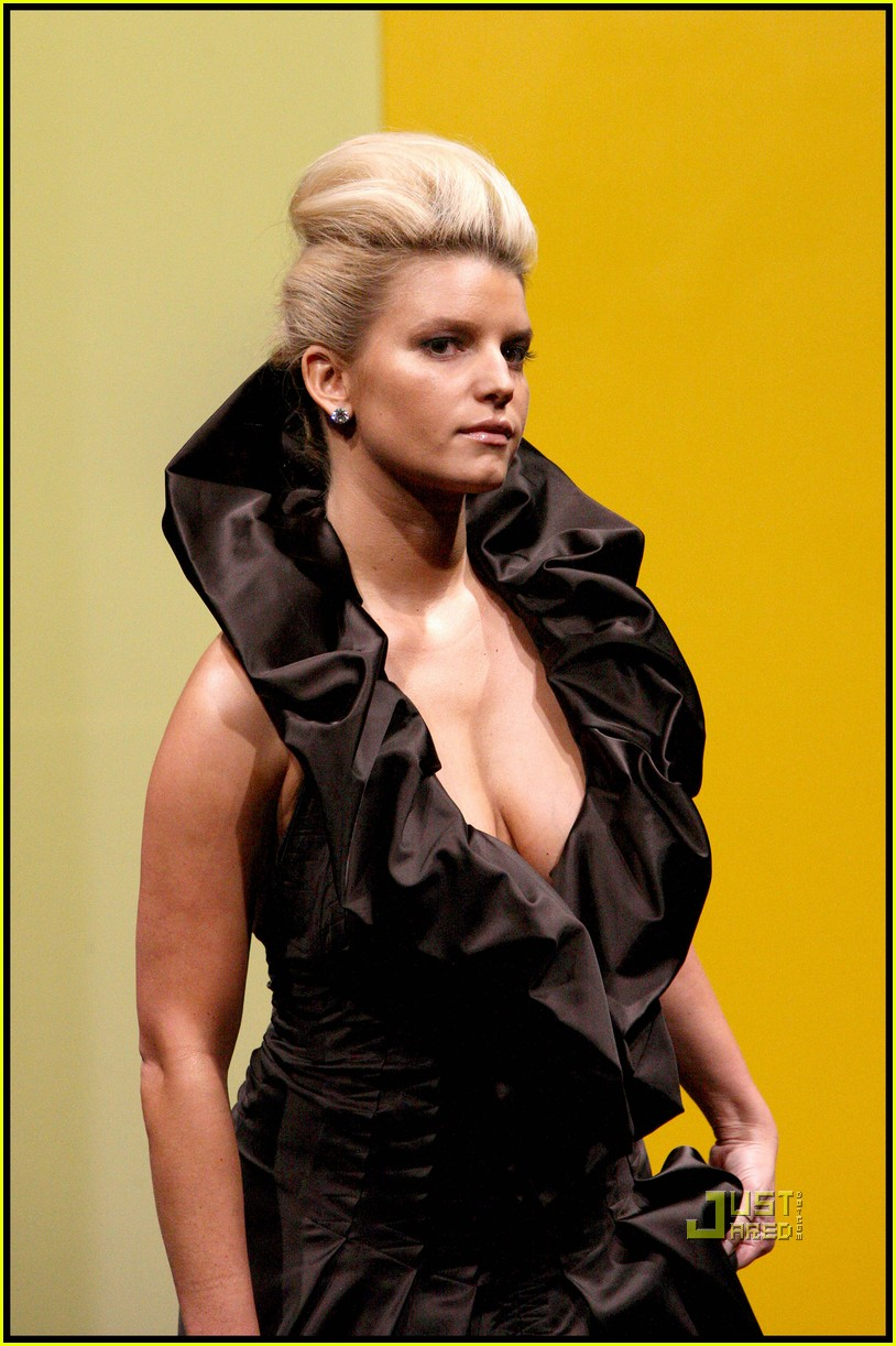 jessica simpson catwalk queen 022185762