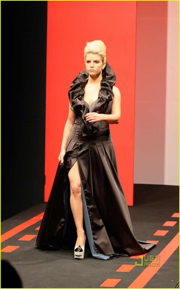 jessica simpson catwalk queen 14