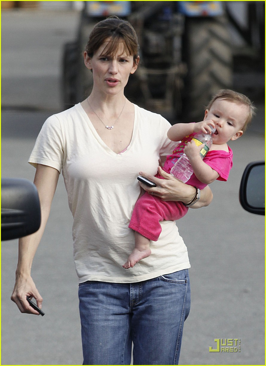 violet seraphina affleck apples 14