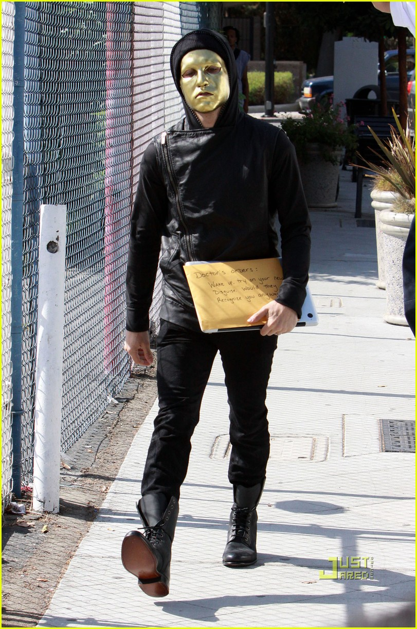 pete wentz gold mask 08