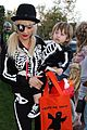 christina aguilera skeleton trick or treating 04
