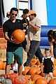 jessica alba pumpkin picking 13