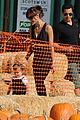 jessica alba pumpkin picking 14