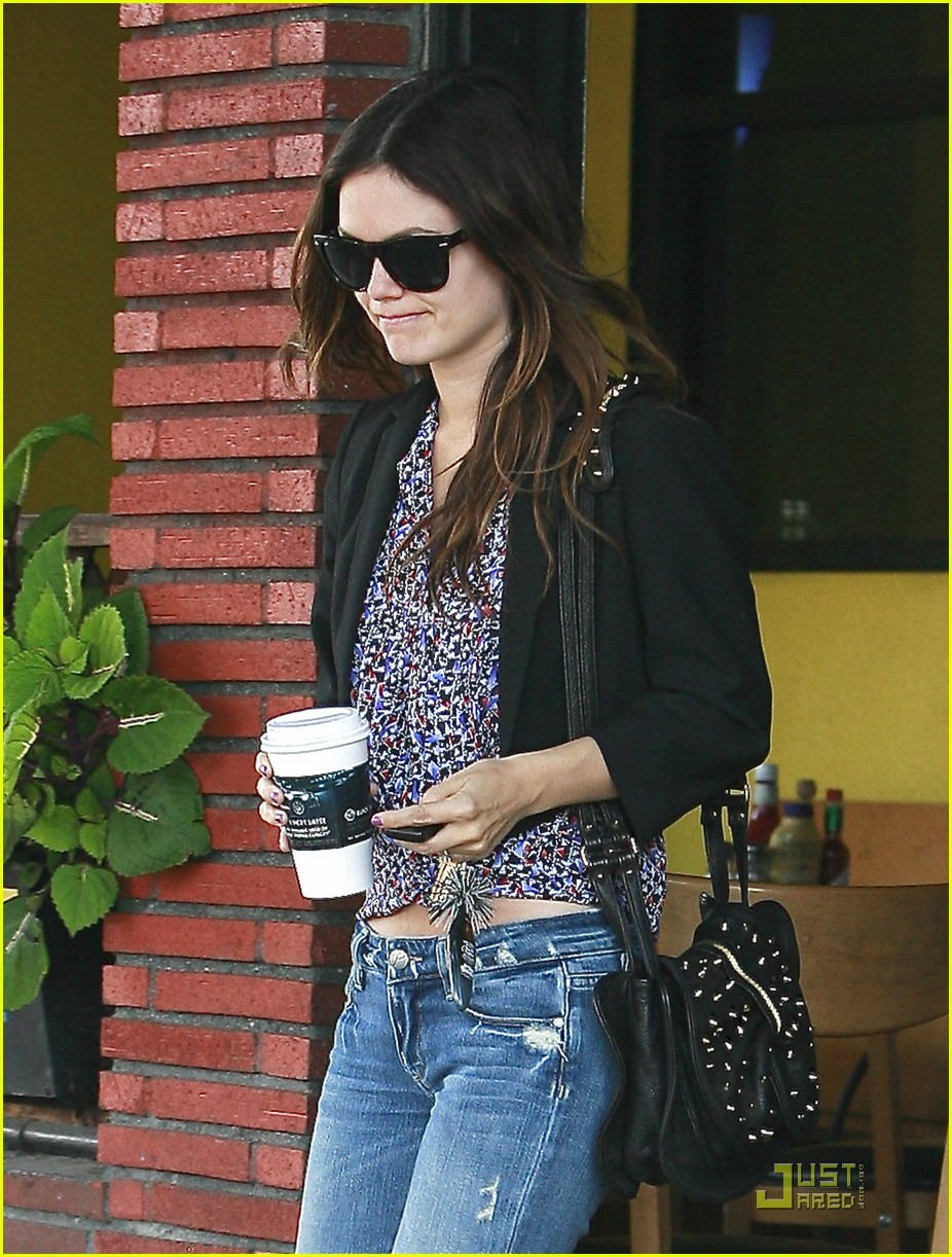 rachel bilson coffee table 02