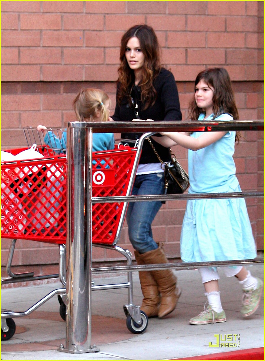 rachel bilson has family fun 05