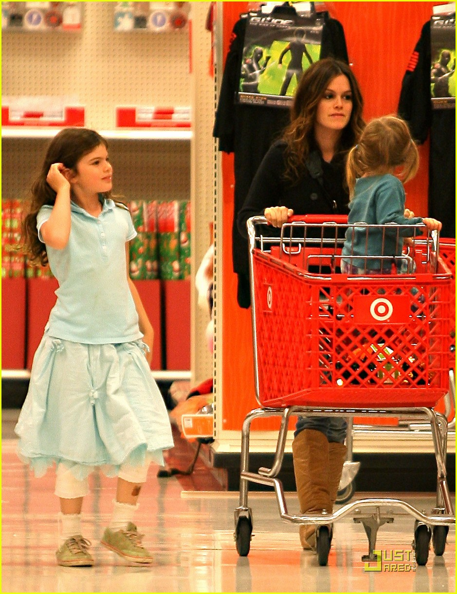 rachel bilson has family fun 06