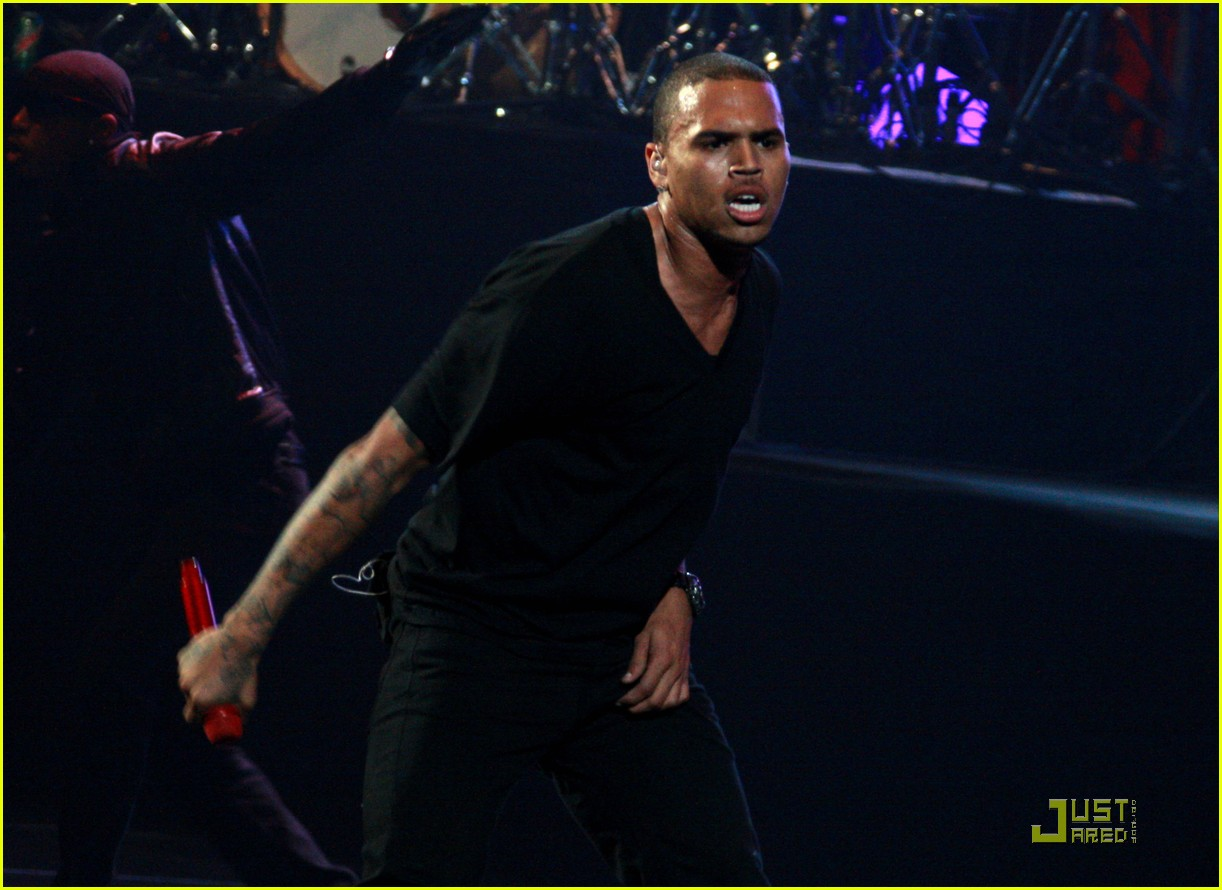 chris brown performs at powerhouse 18