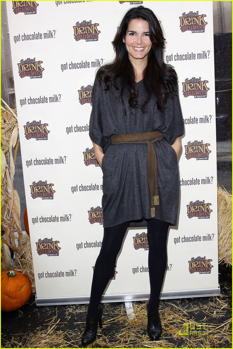 angie harmon celebrates chocolate milk 01