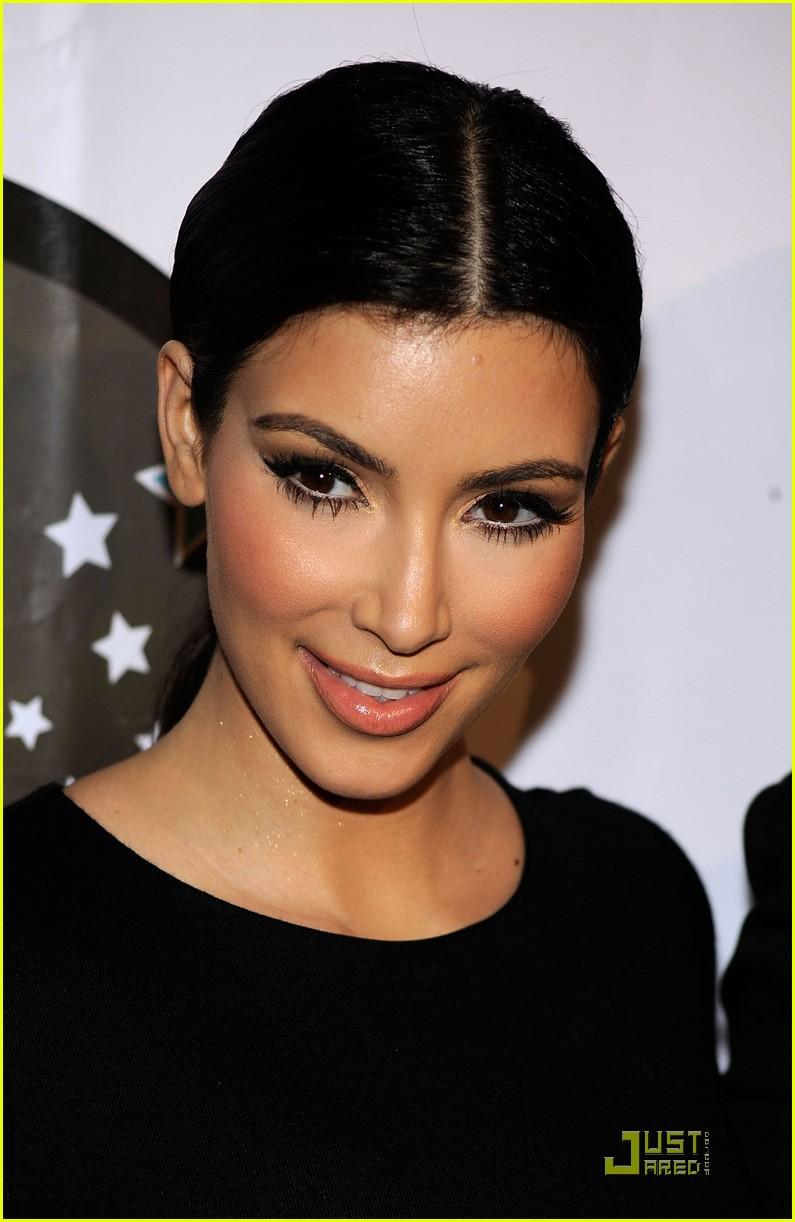 kim kardashian famous cupcakes grand opening 01