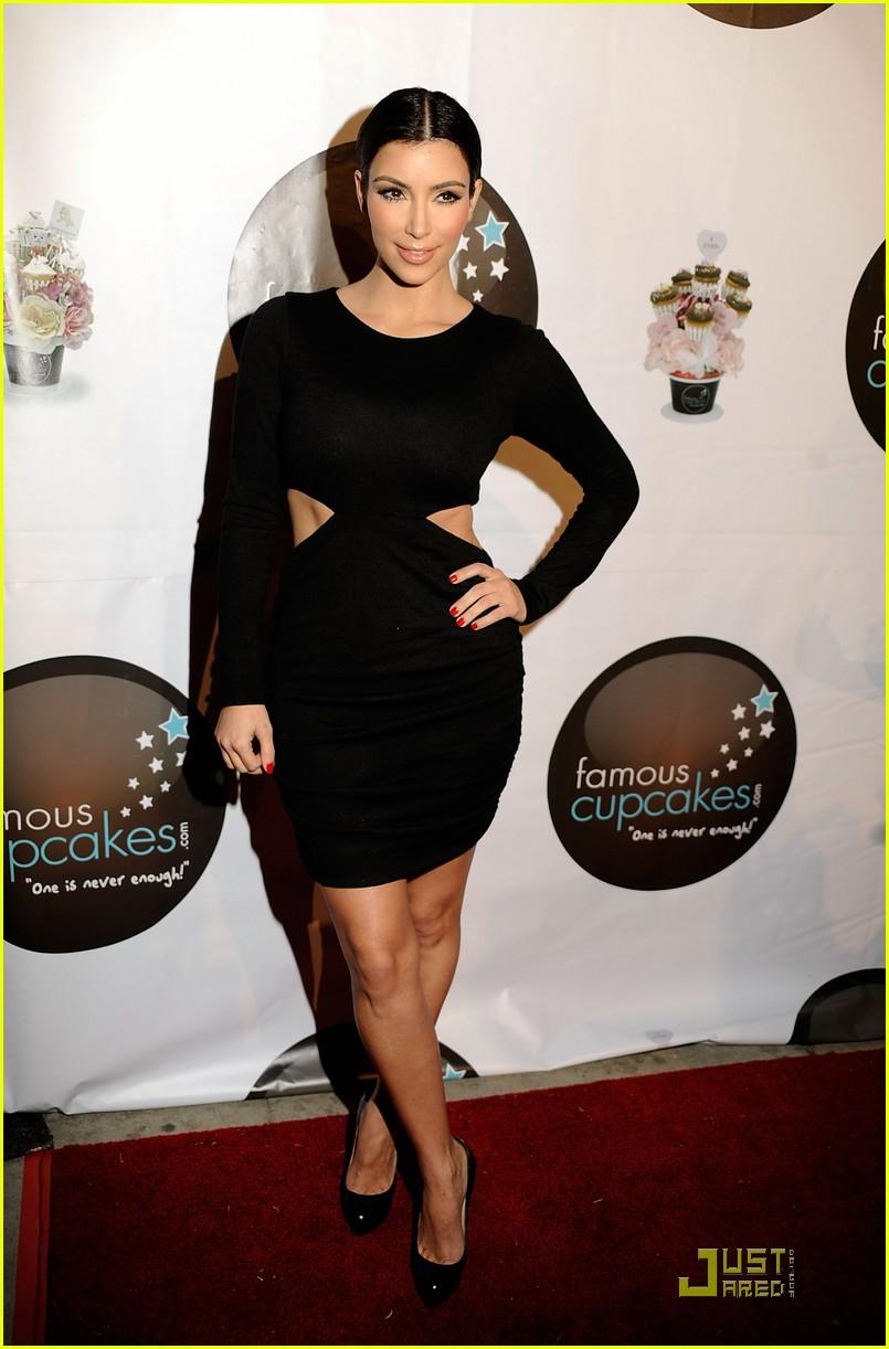 kim kardashian famous cupcakes grand opening 10