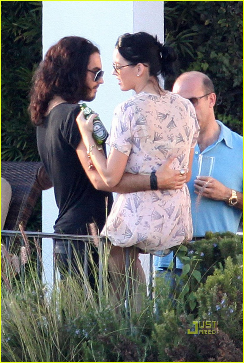 katy perry russell brand kissing 132293981