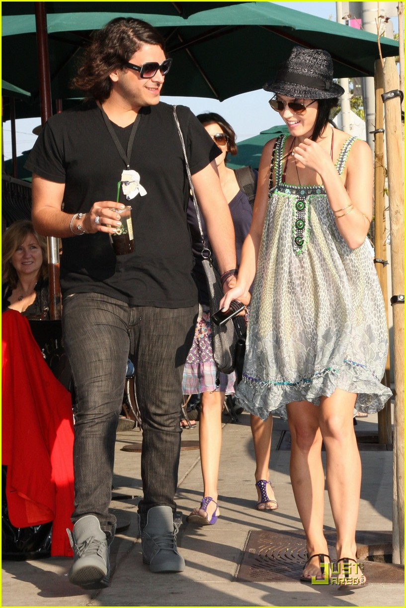 katy perry hangs with russell brands brother 11