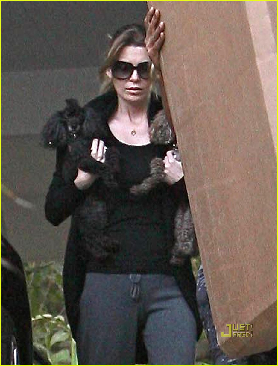 ellen pompeo double fist dog 042262722