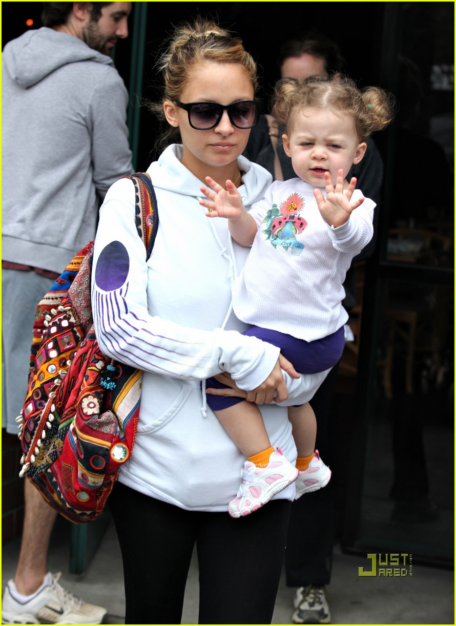 CELEBRITY BABY STYLE WITH NICOLE AND BABY HARLOW ...