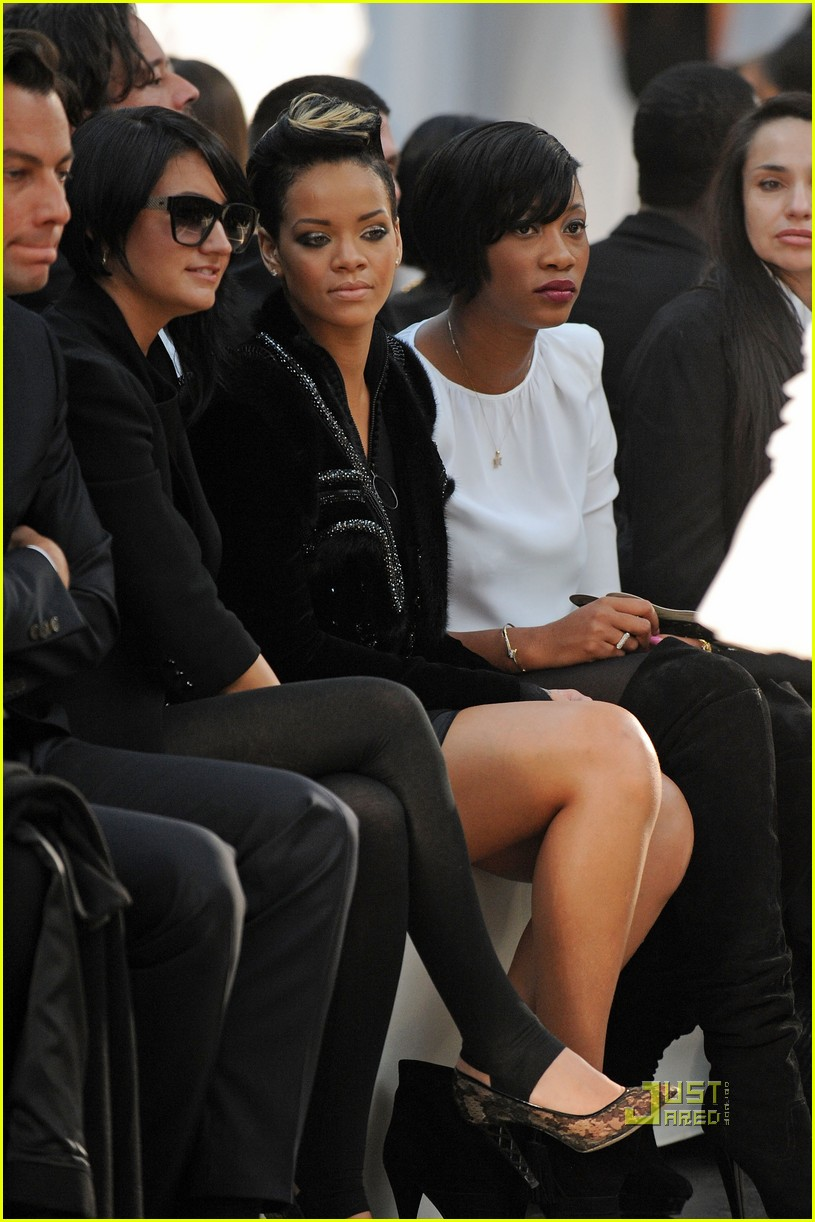 rihanna givenchy paris fashion week 03