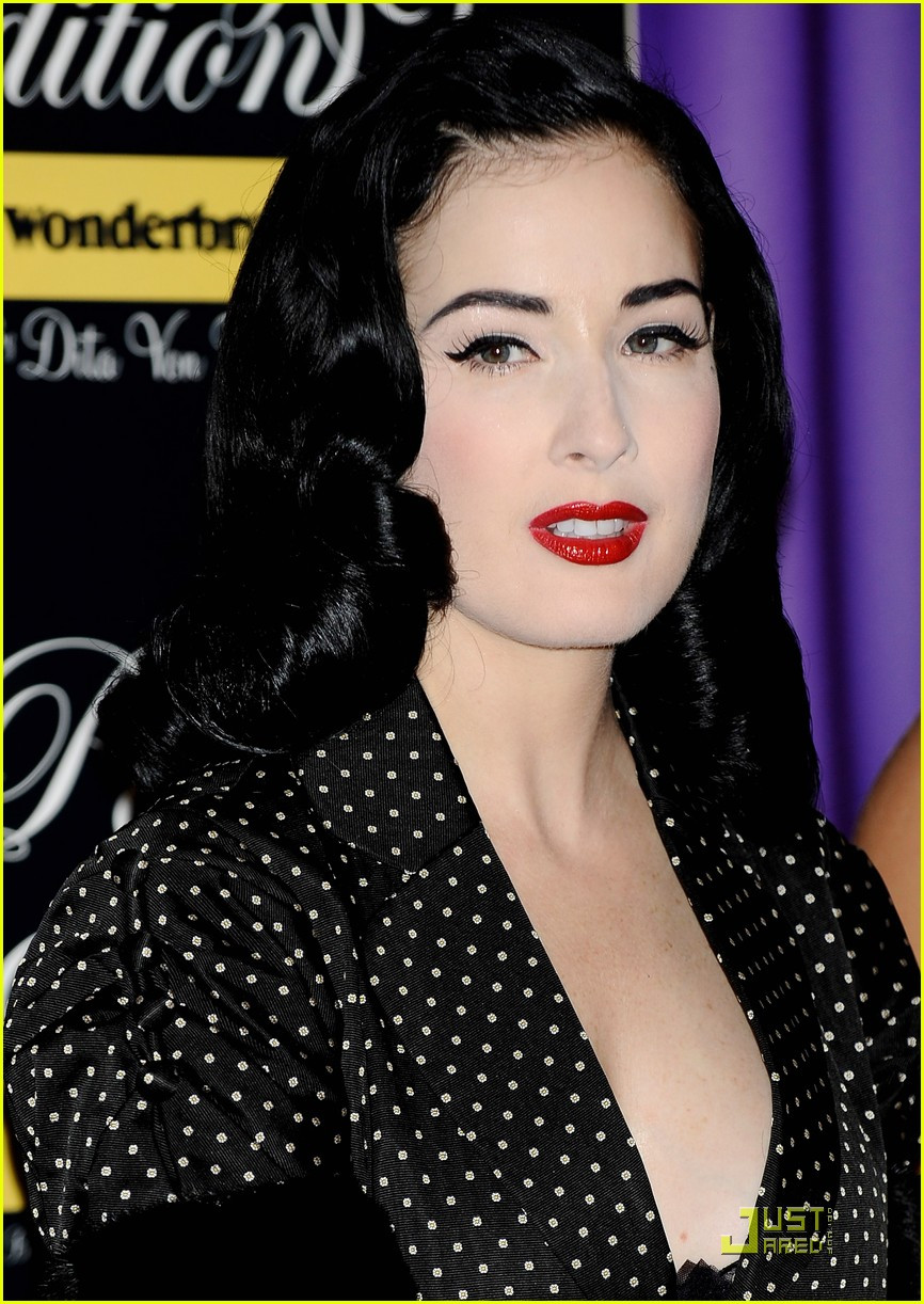 dita von teese wonderbra sexy in spain 14