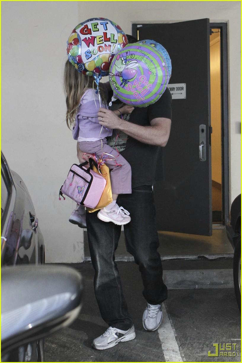 ben affleck violet balloons 052379971