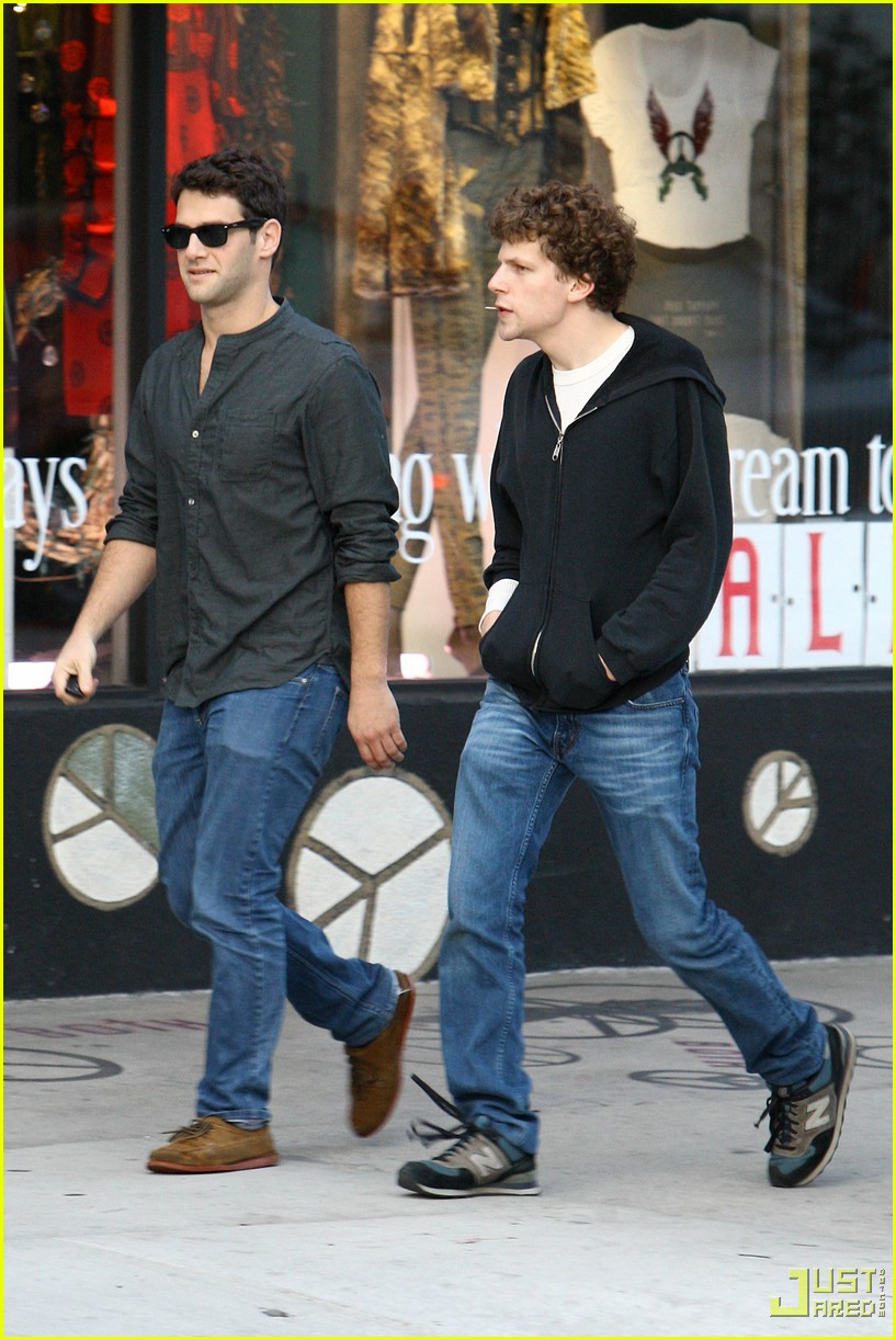 jesse eisenberg justin bartha lunch 01