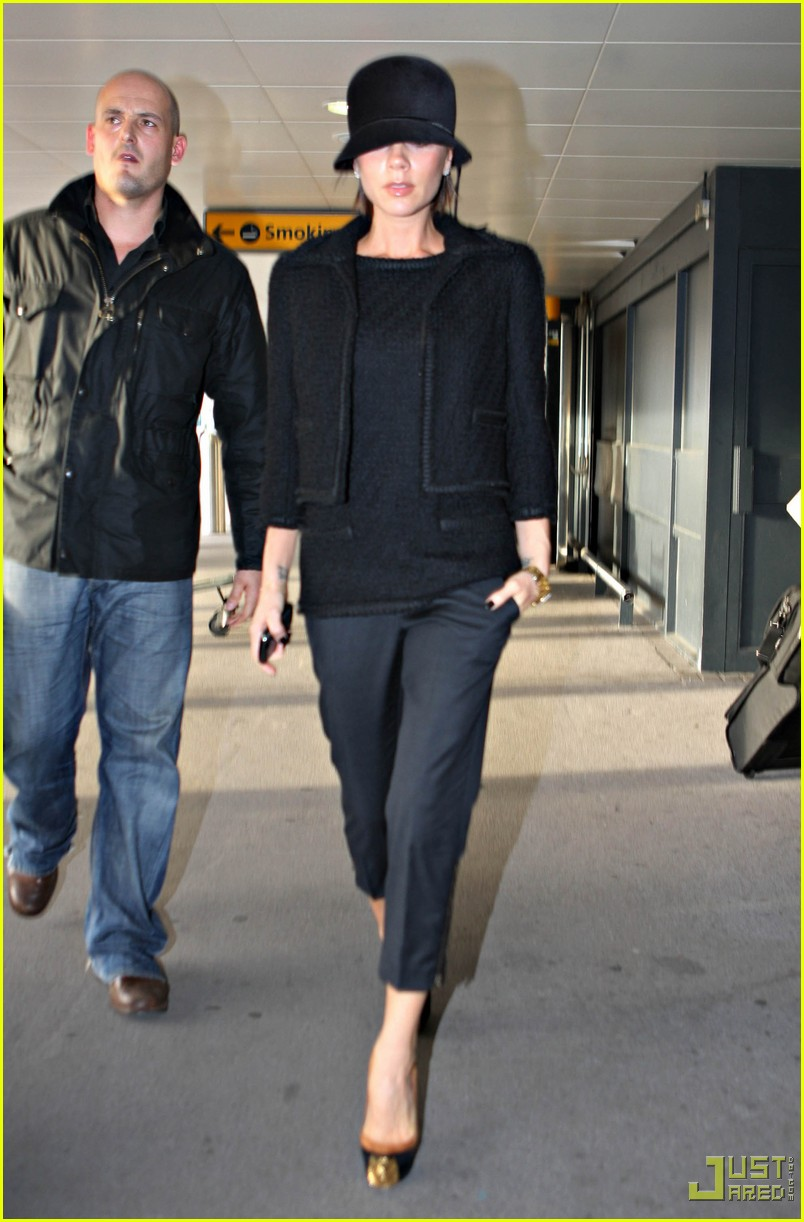 victoria beckham heathrow louboutin 06