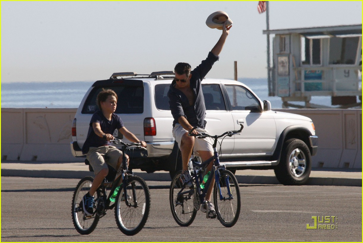 pierce brosnan beach bicycling 042386892