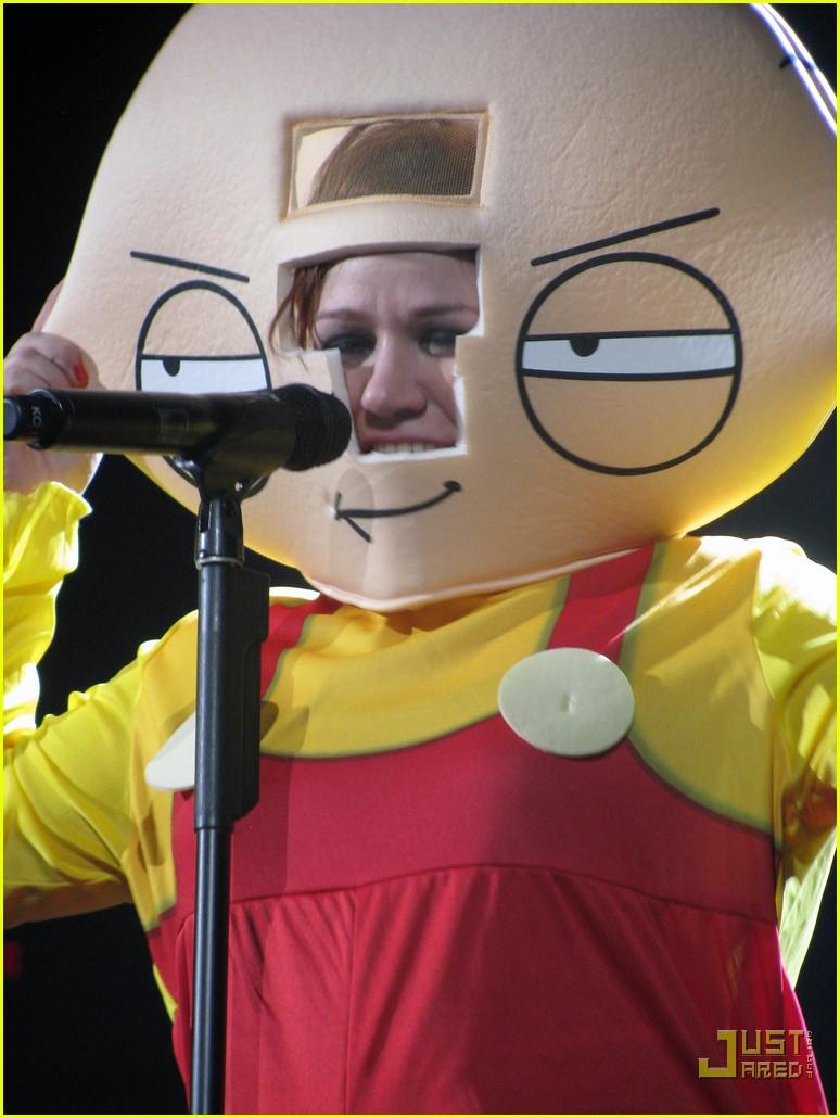 Kelly Clarkson's Halloween Costume: Stewie Griffin!: Photo 2327141 ...