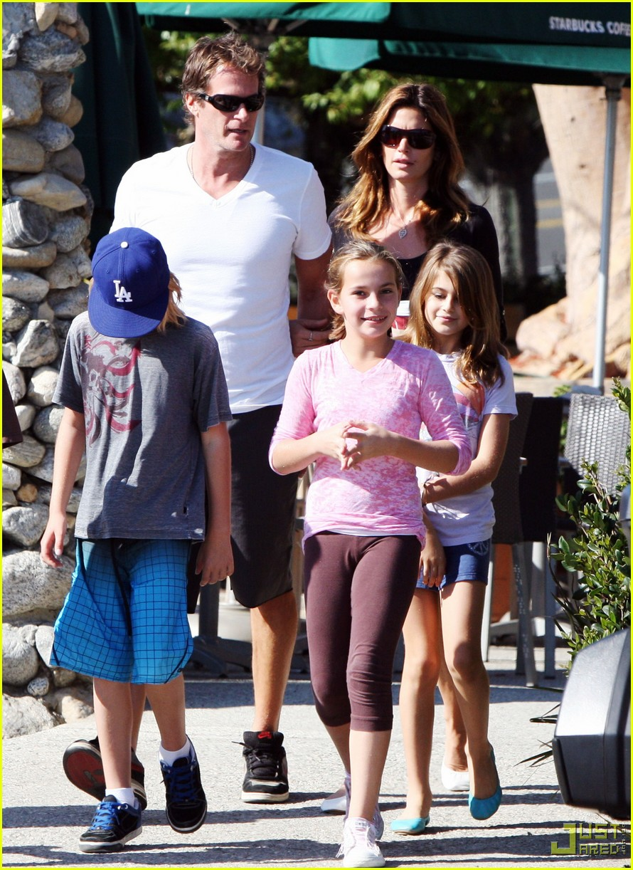cindy crawford family starbucks 01