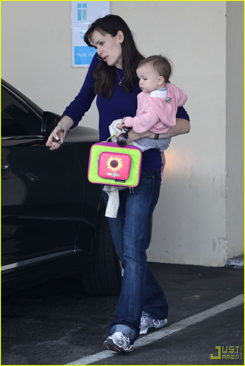 jennifer garner multitasking mom 06