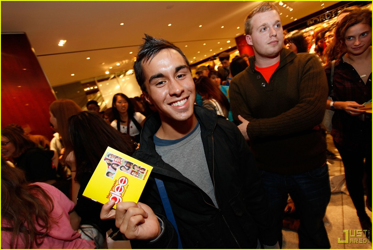 glee cast autograph signings 38