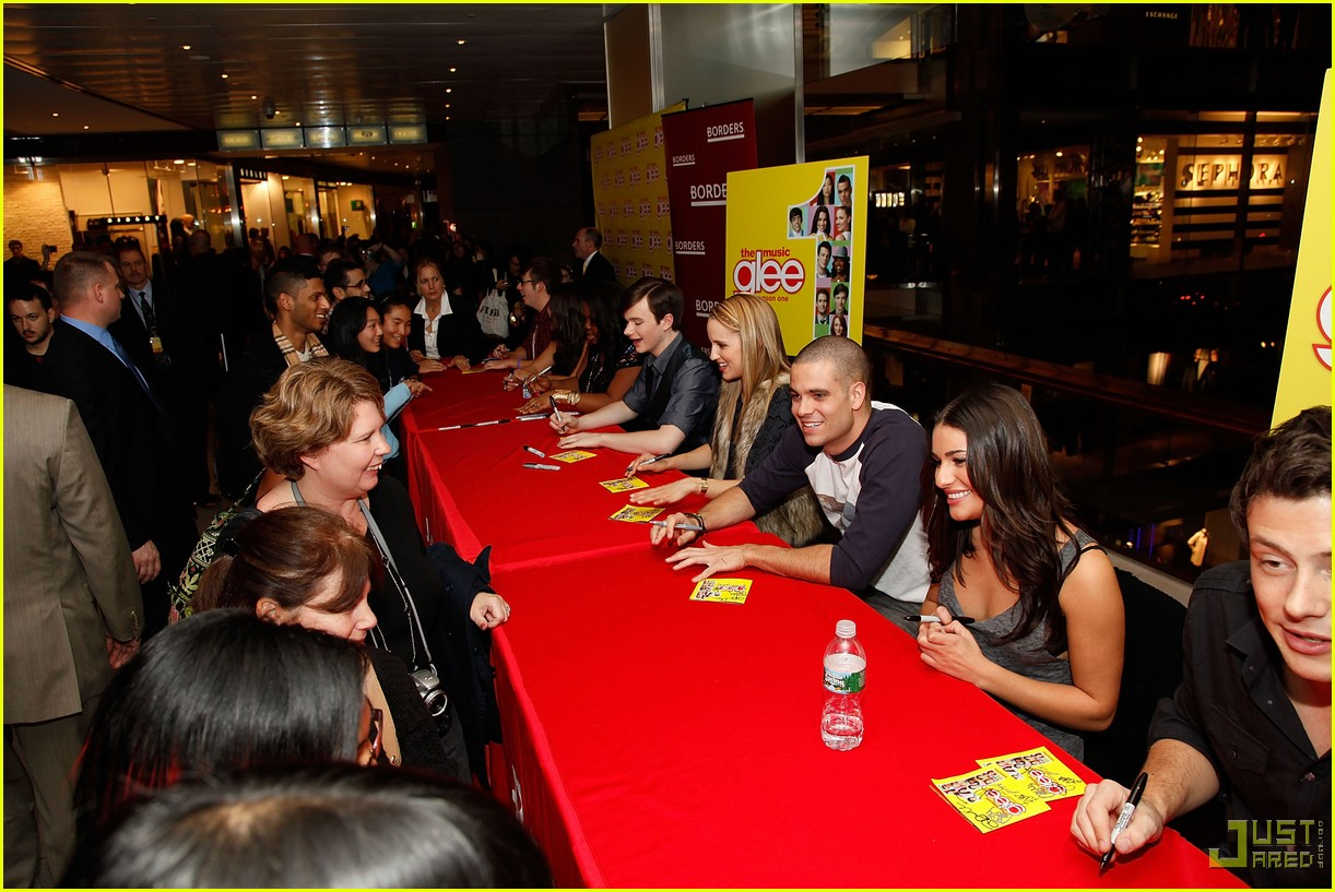 glee cast autograph signings 40