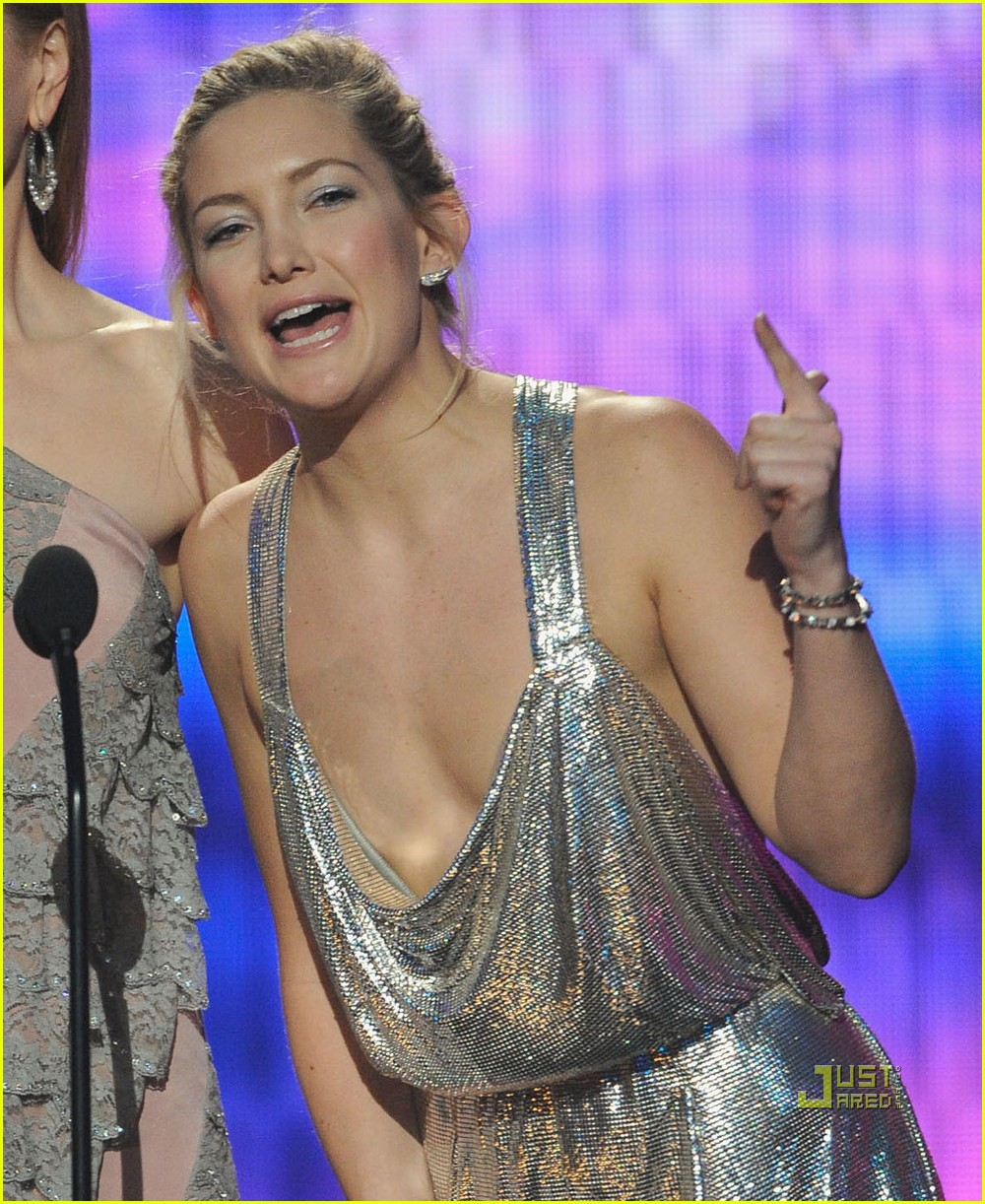Kate Hudson Flashes Chest At Amas 2009 Photo 2375502
