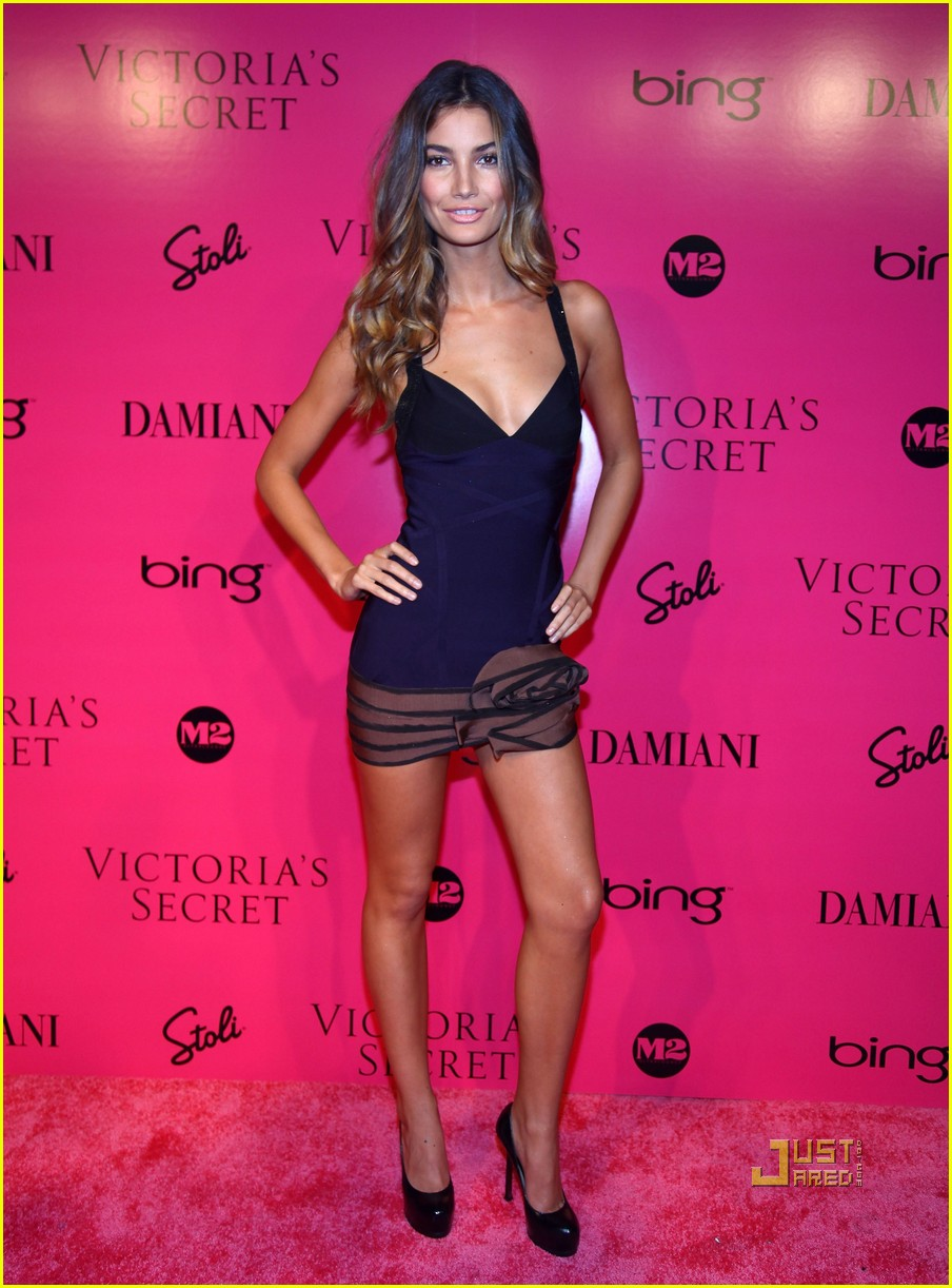 lily aldridge caleb followill pink carpet 04
