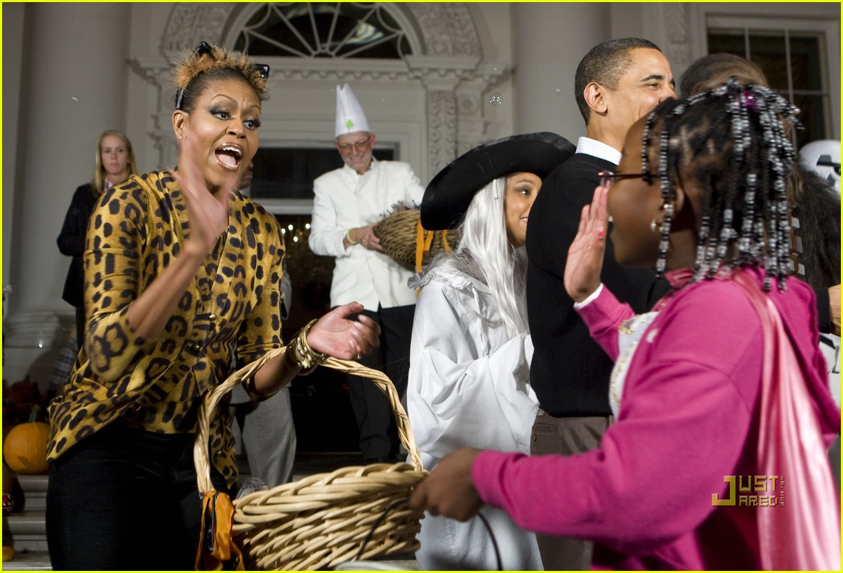michelle obama trick of treating white house 07