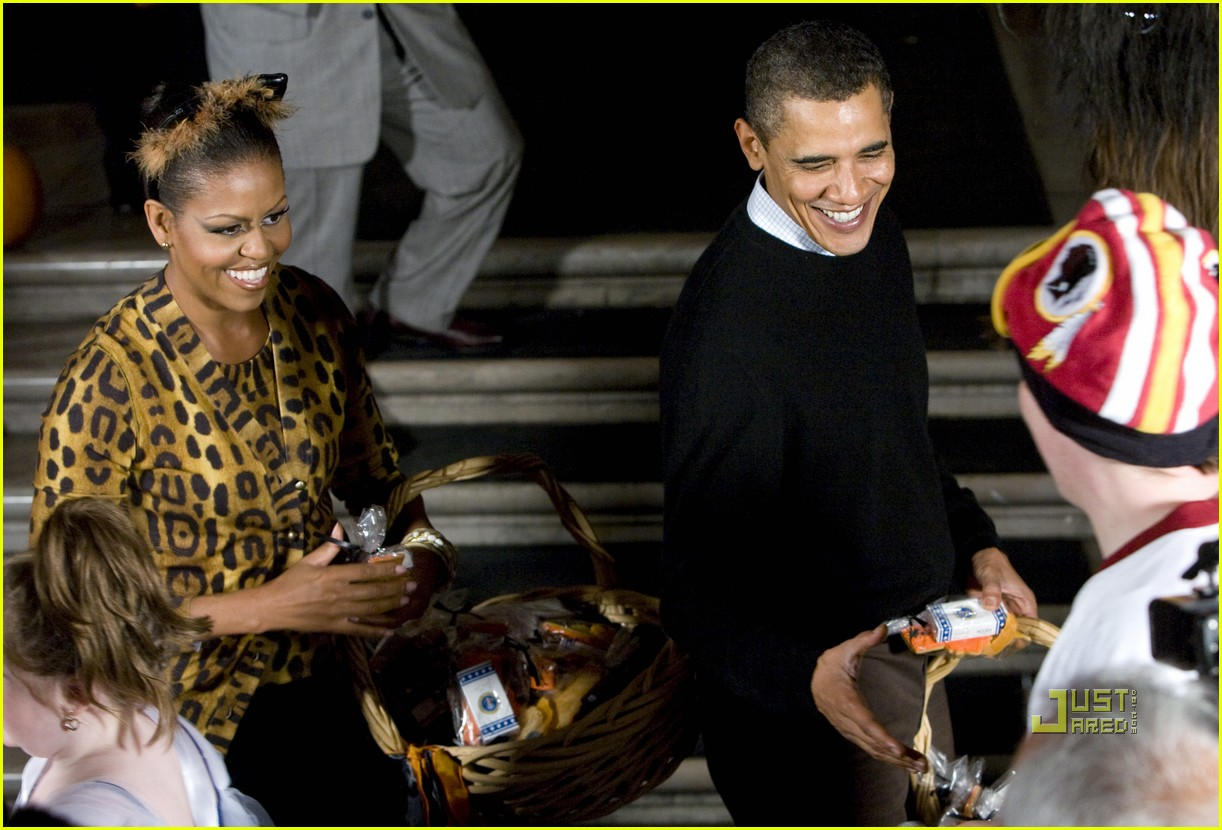 michelle obama trick of treating white house 11