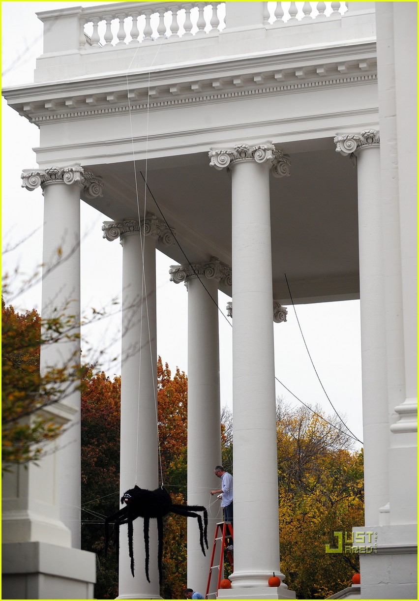 michelle obama trick of treating white house 152326261