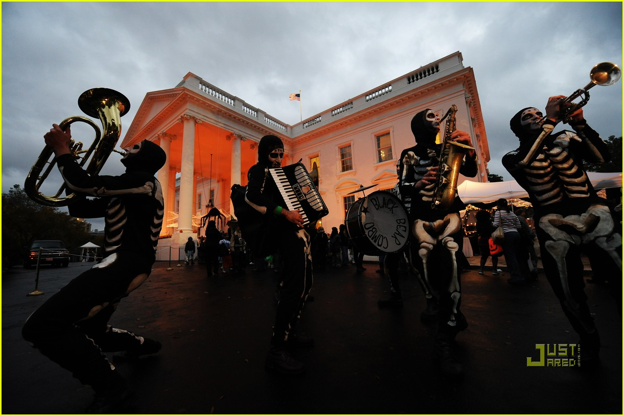 michelle obama trick of treating white house 182326291