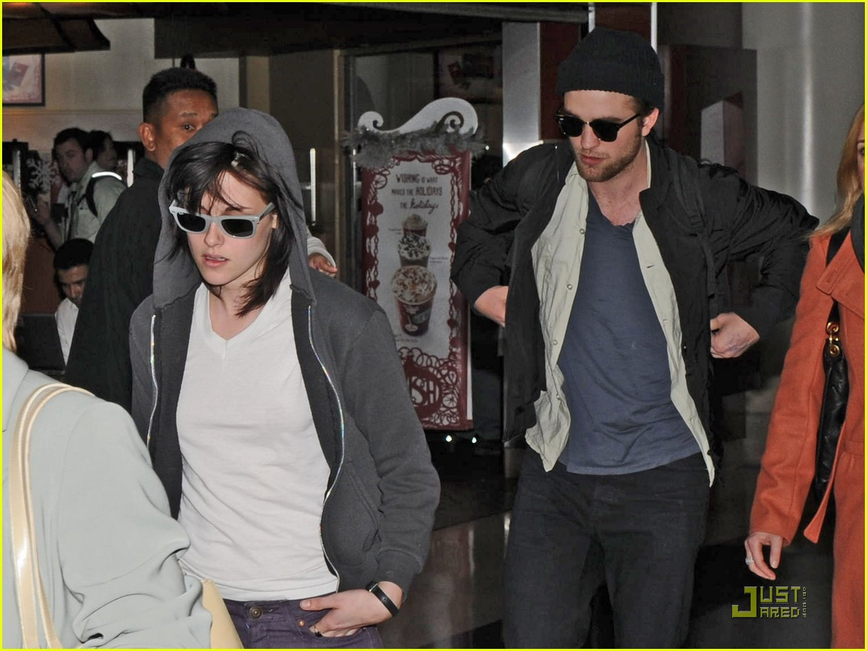 robert pattinson kristen stewart touchdown 01