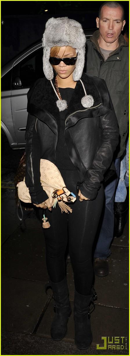 Full Sized Photo of ri... Rihanna