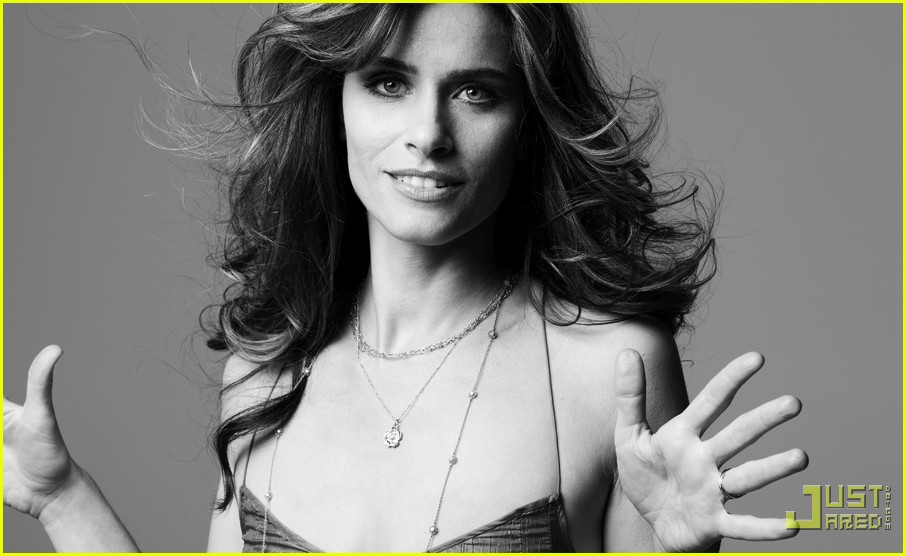 amanda peet self magazine december 2009 03