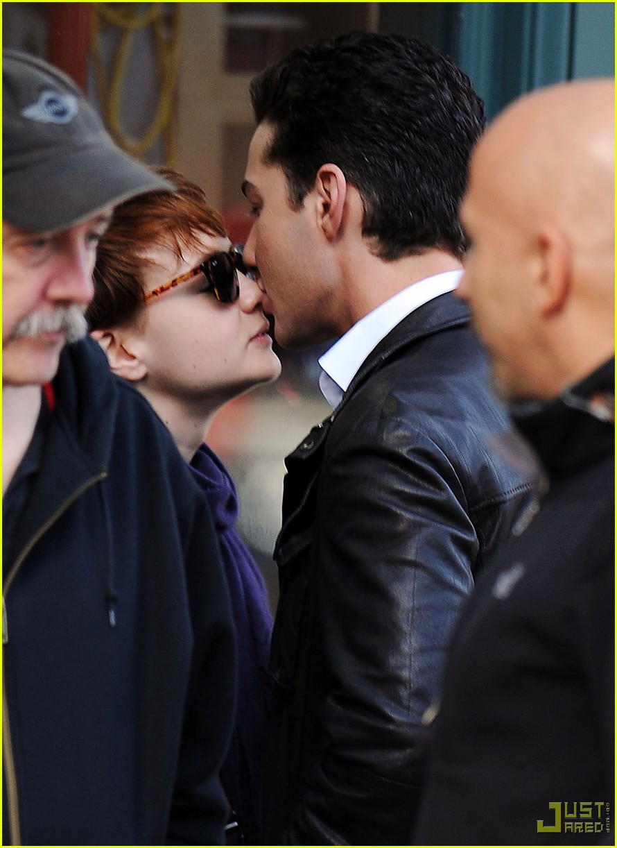 shia labeouf carey mulligan kiss 03
