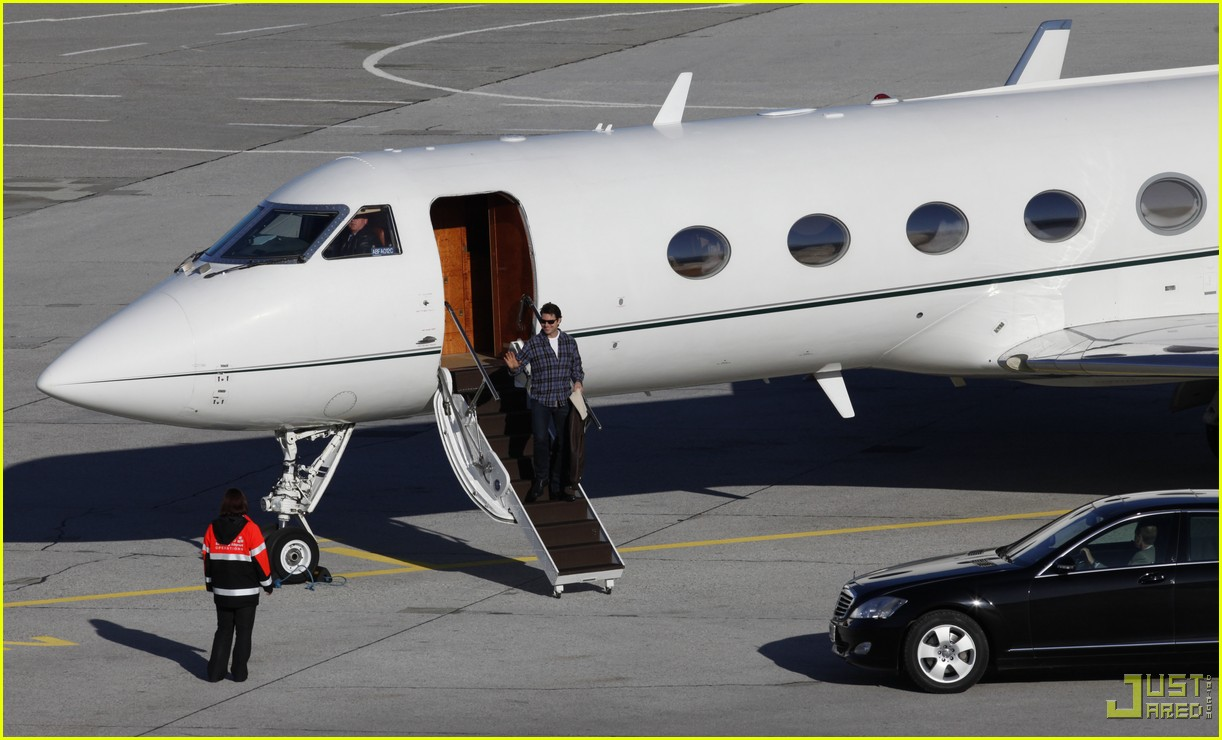 tom cruise salzburg airport 142368621