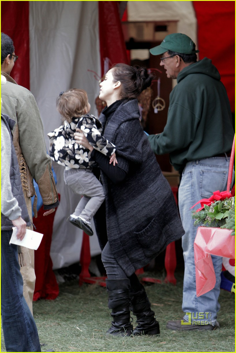 jessica alba christmas tree shopping 16