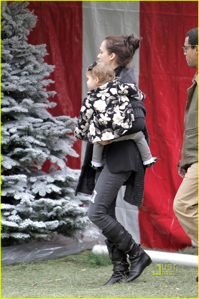jessica alba christmas tree shopping 18